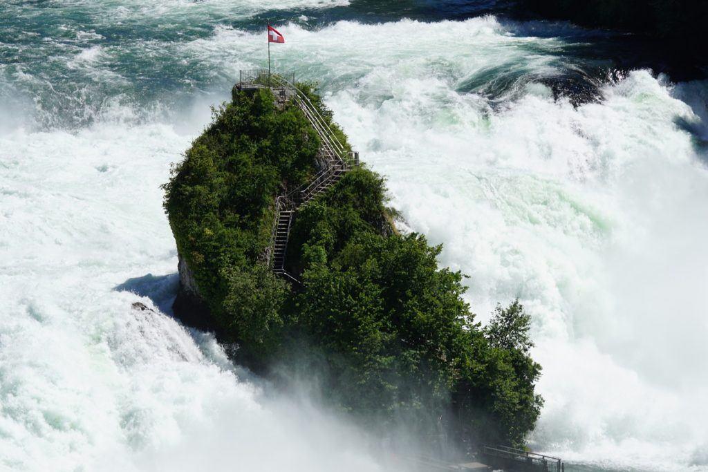 rhine-falls-1473428_1920